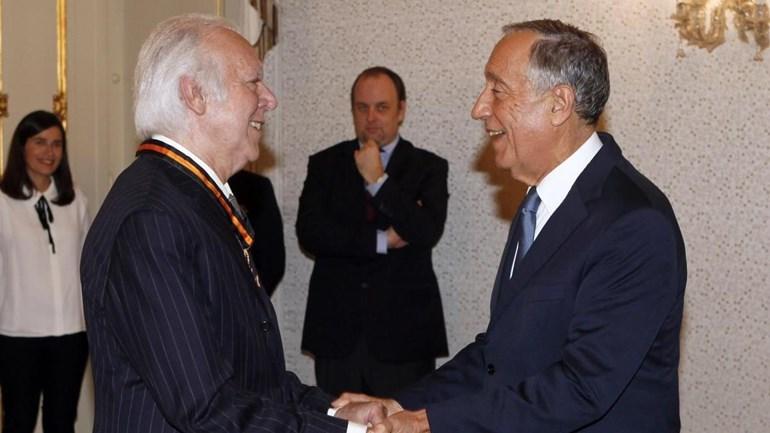 Carlos do Carmo condecorado pelo Presidente da República
